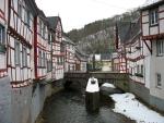 Riviertje in het stadje Monreal, Duitsland