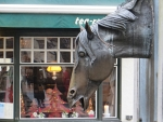 Fontein met paardenkop in Brugge, Belgie