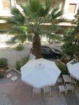 Het terras voor ons hotel in Athene, Griekenland