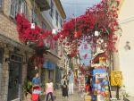 Kleurig straatje in Nafplio, Griekenland
