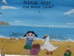 Houdt de stranden van Monemvasia schoon, Griekenland