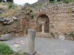 De ingang van Delphi, Griekenland