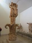 De danserszuil, museum Delphi, Griekenland