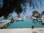 Op het terras bij de haven van Xylokastro, Griekenland