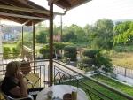 Op ons balkon in Perama, Griekenland