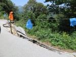Afgebroken stuk weg in de bergen, Griekenland