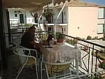 Teije op ons balkon in Lefkas, Griekenland