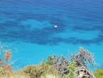 Bootje voor de kust van Lefkada, Griekenland
