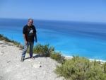 Op de rotsen voor Gialos strand, Griekenland
