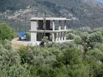 Onafgemaakt gebouw bij Fterno op Lefkada, Griekenland