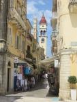 Straatje naar de St. Spyridon kerk, Kerkyra, Griekenland