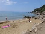 Op het Mirtiotissa strand, Griekenland