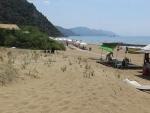 Het strand bij Glyfada, Griekenland