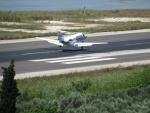 Daar komt weer een vliegtuig, Kerkyra, Griekenland