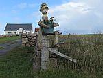 Bloembak bij de poort, bij Kintra, Schotland