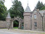 Een gate lodge, misschien bij Melgund of Brechin kasteel, Schotland