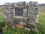 Gedenksteen langs rivier de Naver, Schotland