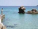 Een visser bij Limenas, Thassos, Griekenland