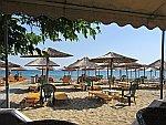 Het strand bij Paralia Dionisiou, Griekenland