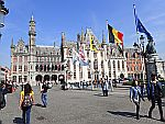 Het provinciaal hof aan de Markt in Brugge, Schotland