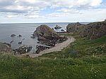 Rotsen bij het strand van Findochty, Schotland