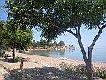 Het strand bij Achlopotamos, Griekenland