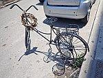 Een kunstige fiets in Chalkida, Griekenland