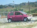 Een bloemenbakauto in Nea Thesi, Griekenland