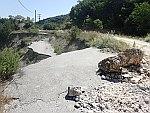 Aardbevingsschade in de buurt van Petousi, Griekenland