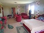 Onze rode hotelkamer in Vinksi Dvor, Servië, Servie