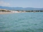 Het strand bij Kalives, Griekenland
