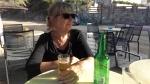 Even onze dochters pesten, Lies drinkt nooit bier, Griekenland