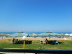 Op een terras bij het strand, Zacharo, Griekenland