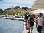 Waar kijken al die mensen naar in Argostoli?, Griekenland
