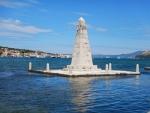 Obelisk in de baai van Argostoli, Griekenland