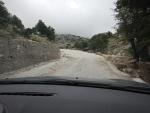 Bergweg met steenslag op Kefalonië, Griekenland