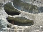 We zien spullen in de holen staan, Meteora, Griekenland