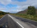 De weg naar Bonar Bridge, Hooglanden, Schotland