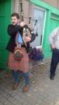 Doedelzakmuziek bij ons vertrek, Schotland