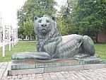 Leeuwenstandbeeld bij het monument voor de onbekende soldaat, Sofia, Bulgarije