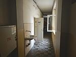 Een wc in een verwaarloosde flat, Sofia, Bulgarije