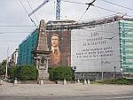 Grote reclameposter bij het Vassil Levski Monument in Sofia, Bulgarije