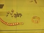 Gouden voorwerpen in het archeologisch museum in Sofia, Bulgarije