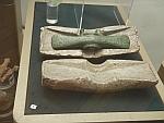 Bronzen bijlblad in het archeologisch museum in Sofia, Bulgarije