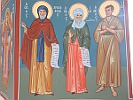 Helder beschilderde muren in een kapel vlakbij Argalasti, Griekenland