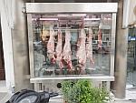Vers vlees bij de slager, Karystos, Griekenland