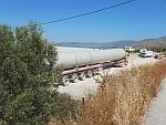 Zwaar transport van windmolen onderdelen, Evia, Griekenland