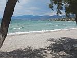 Het strand bij Vromopousi op Salamina, Griekenland