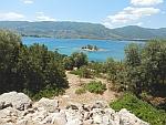 Het eilandje Daskalio voor de kust van Poros, Griekenland