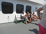 Op het achterdek van de ferry naar Andros, Griekenland